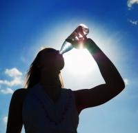 Idosos e bebês devem ter cuidado especial com a desidratação