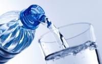 Cinco benefícios de beber água em jejum